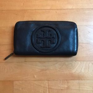 Tory Burch Bags - Tory Burch Black Continental Zip Leather Wallet